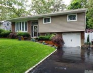 6 Hollywood Dr, Smithtown image