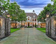 7 N Heritage Hill Circle, The Woodlands image