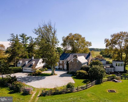 912 Providence Rd, Newtown Square