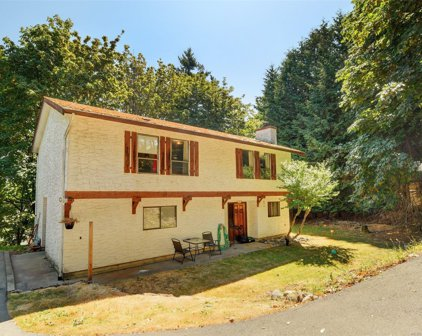 556 Stornoway  Dr, Colwood