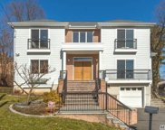 81 Croyden Ave, Great Neck image