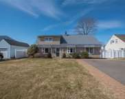20 Gun  Lane, Levittown image