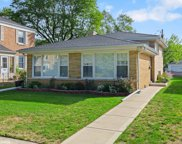6715 North Avers Avenue, Lincolnwood image
