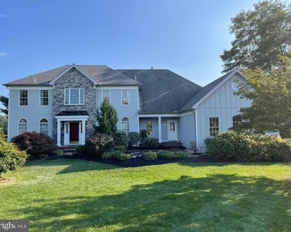 327 Twin Pond, West Chester