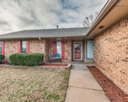 1117 Hunters Glen Circle, Edmond image