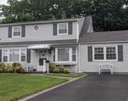 7 Bell  Ln, Levittown image