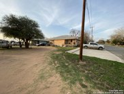 1017 S Ash St, Pearsall image