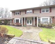 52 Wagon Wheel Ct, Dix Hills image