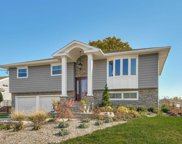 33 Pebble Ln, Deer Park image