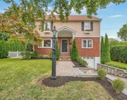 9 Hilary  Way, Eastchester image