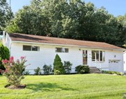 29 White Beeches Drive, Dumont image