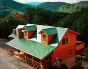 3221 White Falcon Way, Pigeon Forge image