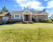 40 Clay Pitts Rd, Greenlawn image