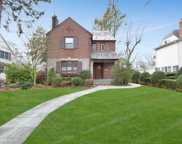 103 Plandome Ct, Manhasset image