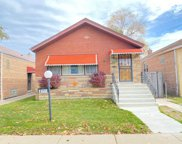 8747 S Paxton Avenue, Chicago image