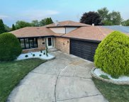 616 Thornwood Drive, South Holland image