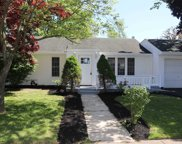 20 Bronx  Ave, Central Islip image