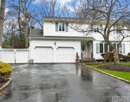 147 Cornell Dr, Commack image