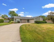 354 Forest Grove Dr, Pewaukee image