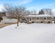 N62W23773 Hickory Dr, Sussex image