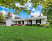 2315 Guinevere Dr, Brookfield image