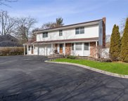 157 Parkway Dr, Commack image