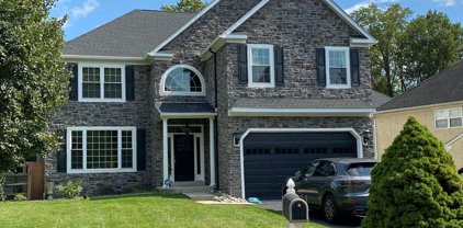617 Chester Creek, Brookhaven