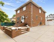 7-11 157 Street, Whitestone image