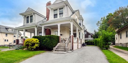 2129 E Darby Rd, Havertown