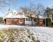 49 Marvin Ln, Commack image