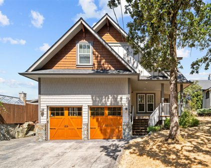 798 Lily  Ave, Saanich