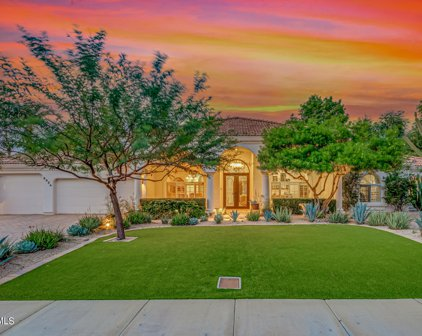 8956 E Charter Oak Drive, Scottsdale