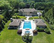 8 Wakefield  Drive, Muttontown image