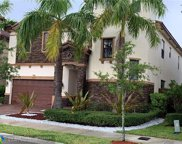 9913 NW 87th Ter, Doral image