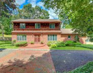 25 Broadoak Ln, Dix Hills image